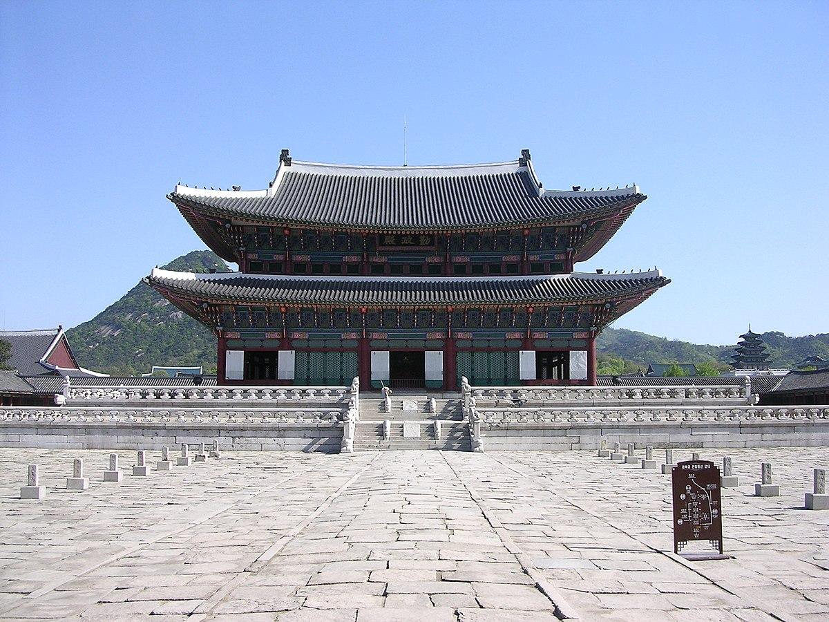 1200px-Gyeongbokgung-GeunJeongJeon